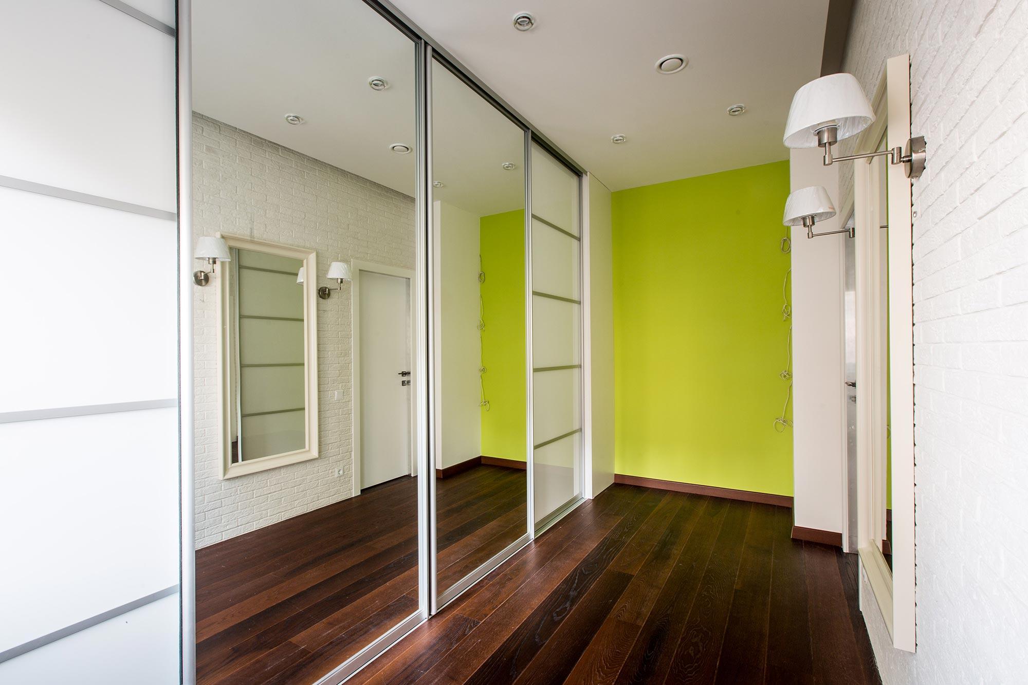 Раздвижные двери для гардеробной комнаты